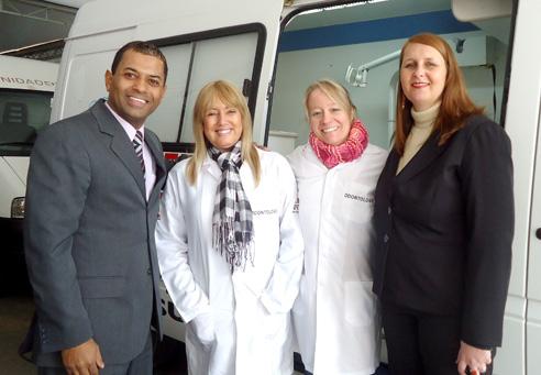 Vereador Armando, com os odontólogos da Unidade Móvel da SMS, acompanhado da sec. saúde, Indianara Franco,