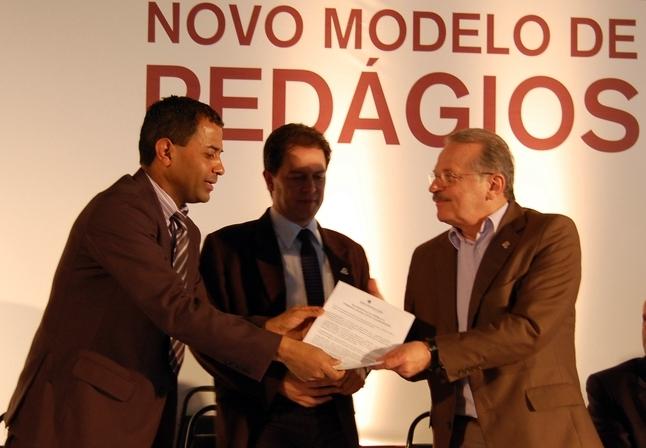 CAMARA_Armando entrega manifesto dos vereadores ao governador Tarso Genro